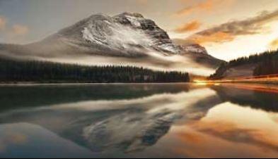 obraz Jezero a hory v mlze